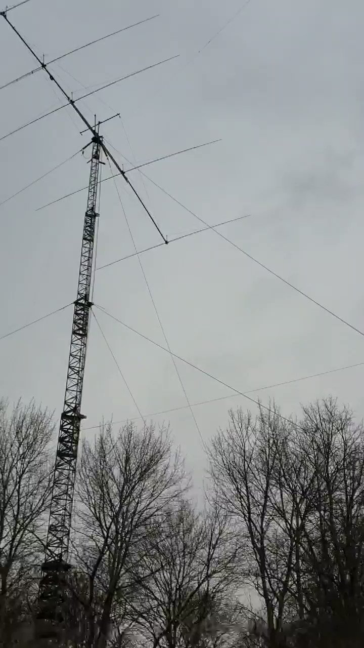 the-first-visual-inspection-of-the-station-shows-no-damage-looks-like-all-antennas-survived-ciara-hamradio-pacc-https-t-co-8eavn16bdu